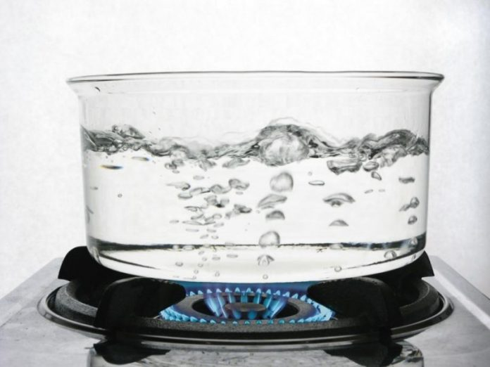 Не минерална, а преварена вода при камъни в бъбреците