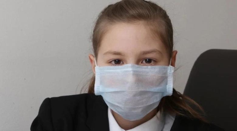 Английски учители към българче: Свали си маската, да не създаваш паника!