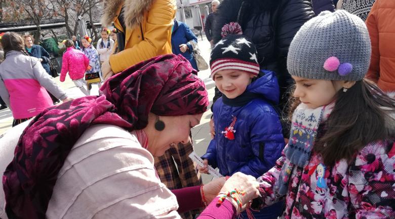 Благоевградчани посрещнаха Баба Марта тържествено