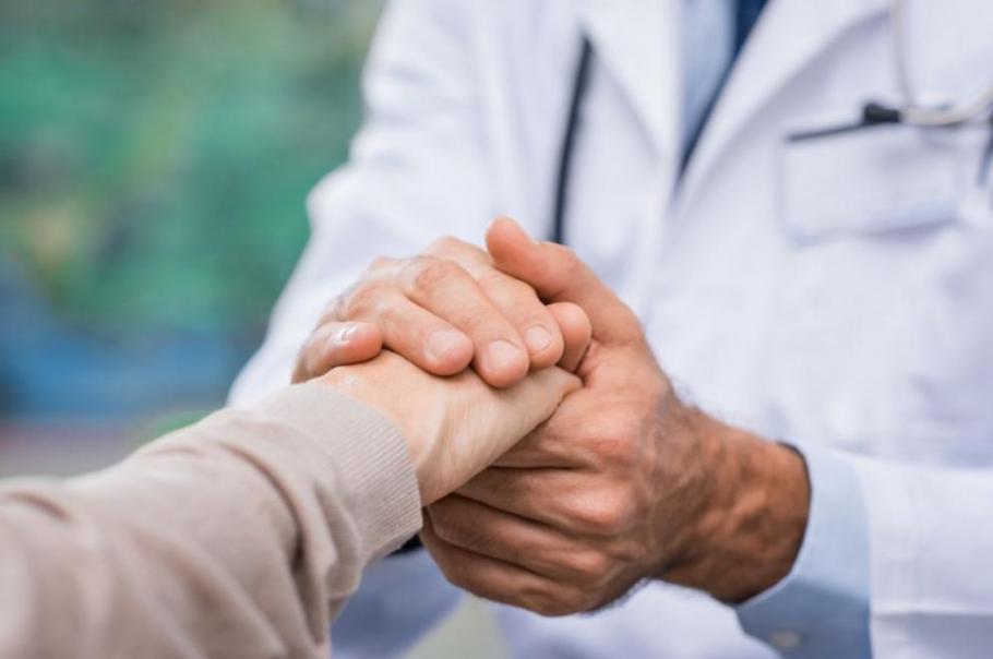 Благодарността: Озаряват българското небе в подкрепа на лекарите