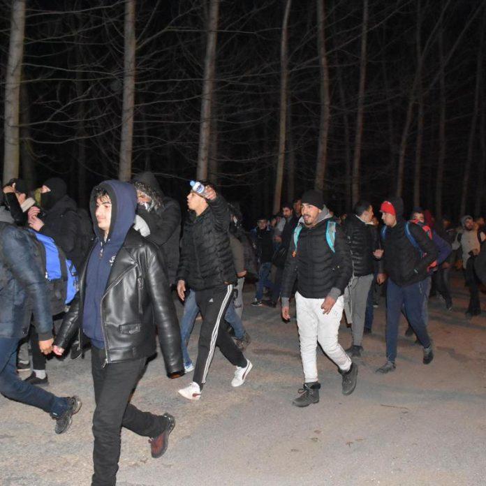Десетки хиляди мигранти спрени на гръцко-турската граница вчера