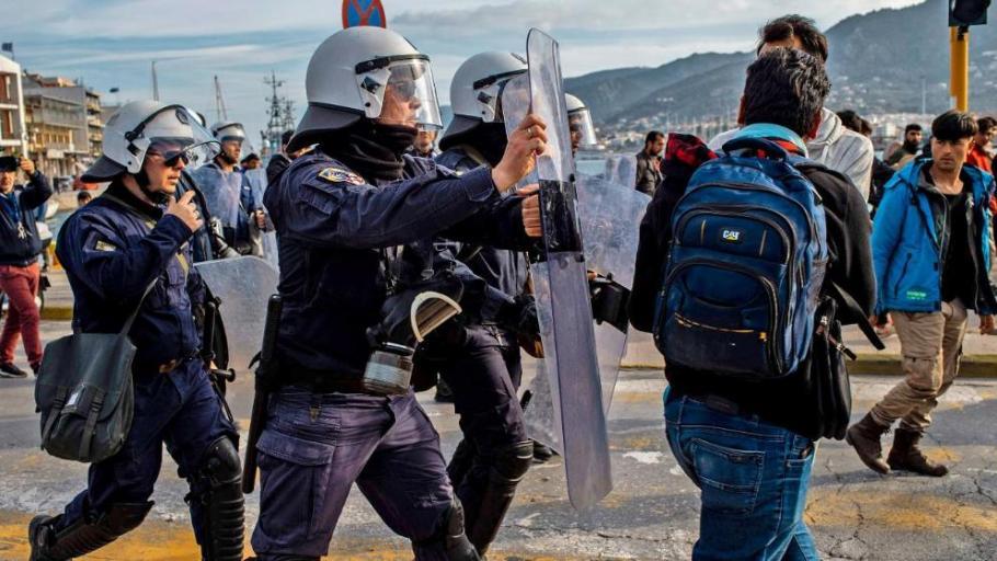 Мигранти пак щурмуват границата с Гърция, блокирани са над 25 000 души