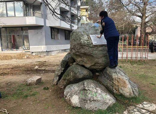 Дами почистиха паметника на майор Орлински