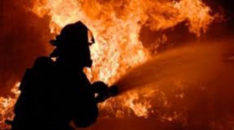 Пожар гори край складова база в Благоевград