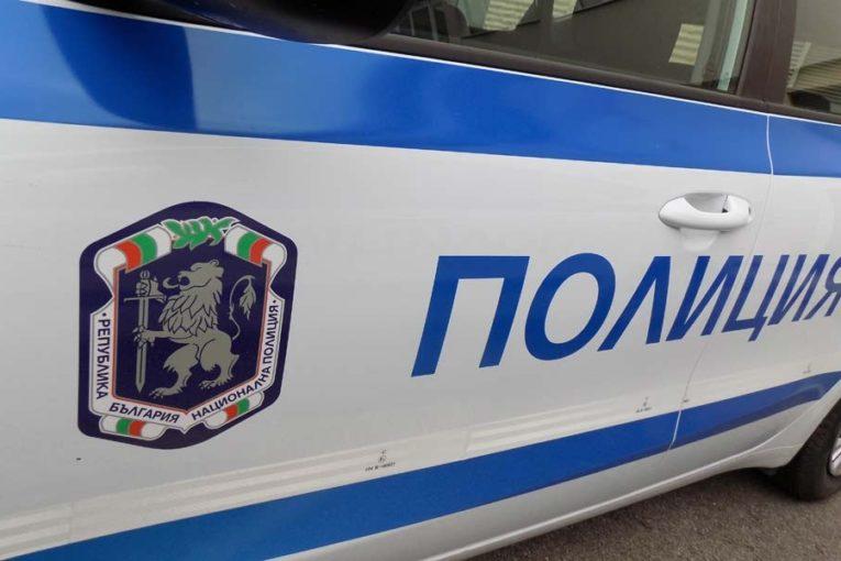8-годишно дете от Петрич в болница, след като се блъсна в спрял камион