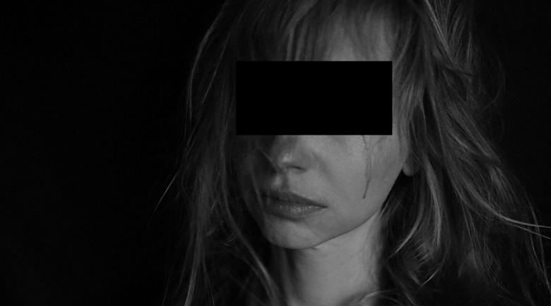 Ад! Българин в Испания пребива жена си, уринира върху нея и я праща да спи на улицата