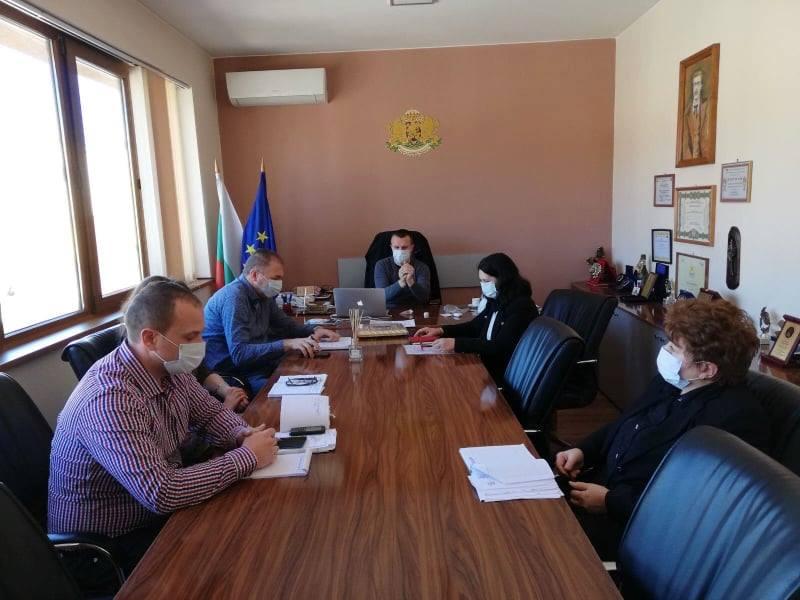 Служителите в Белица работят с маски, вижте новите мерки