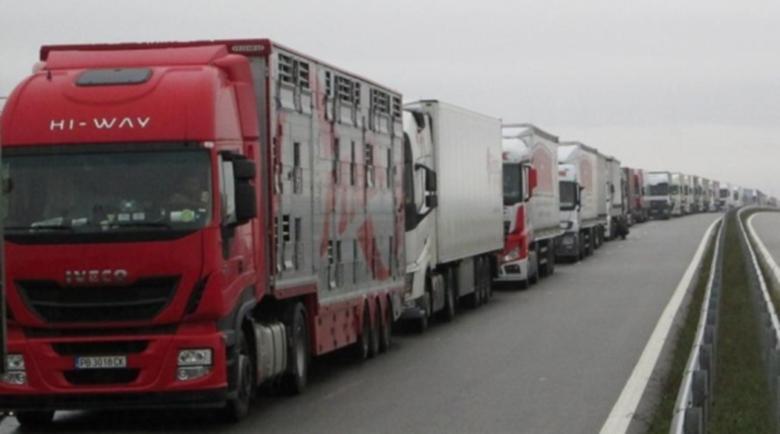 Български шофьори в чужбина: Блокирани сме!
