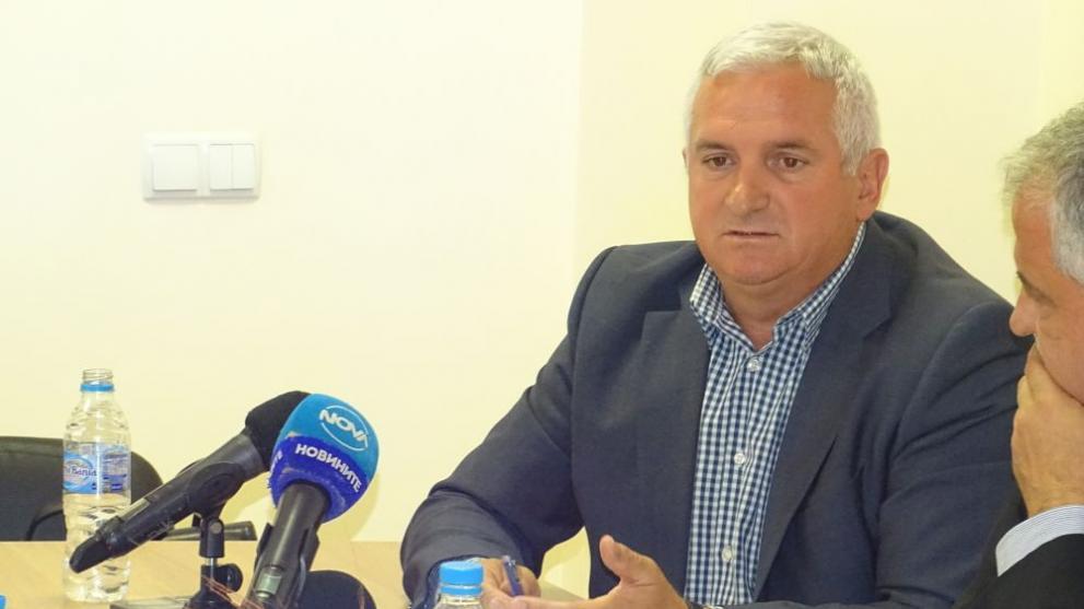Кметът на Сатовча ще забрани излизането навън на хора над 65 години заради COVID-19