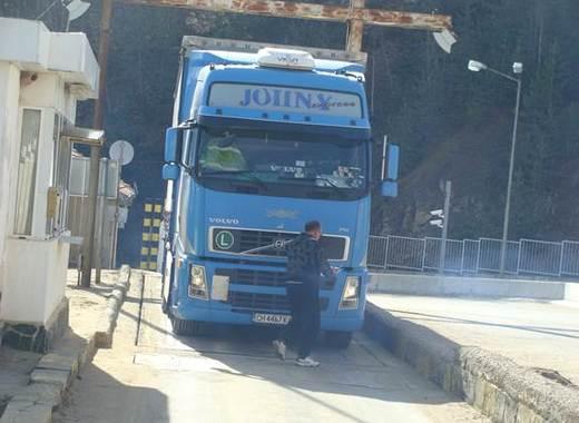 Австрия затвори границата си за българи и румънци