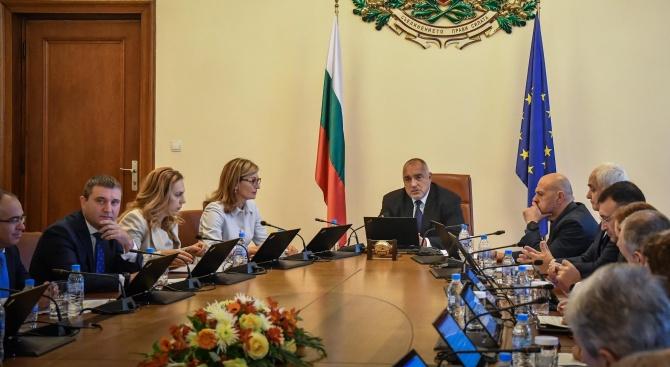 Борисов и правителството ще дарят по 1000 лева от заплатите си за социално слаби семейства