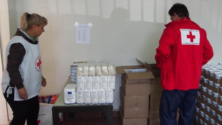 Велинград раздава 300 пакета с храна на възрастни хора