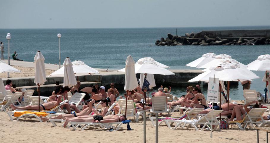 Във Франция свалят цените за лятото, на Слънчака ги качват
