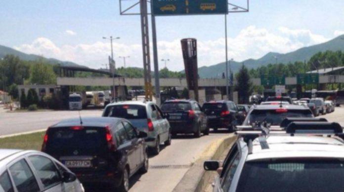 """Сблъсък между гранична полиция и шофьори на """"Кулата""""! Баща и син удряни жестоко с палка след безобиден въпрос"""