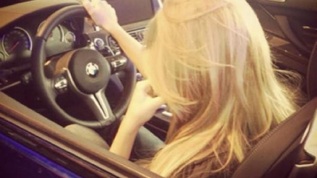 Виц на деня: Блондинка кара в насрещното