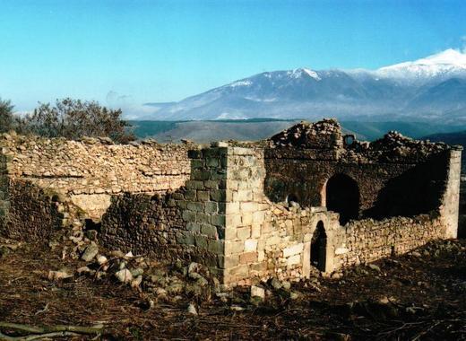 С дарения Кресна възкресява вековен храм