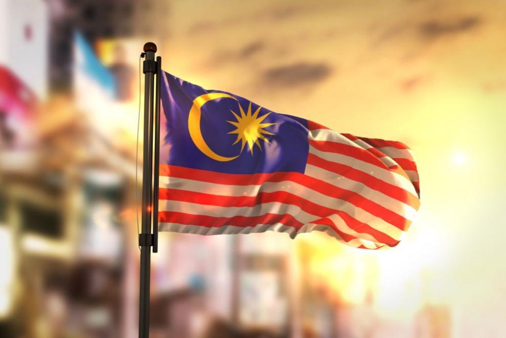 Малайзия затваря напълно границите си