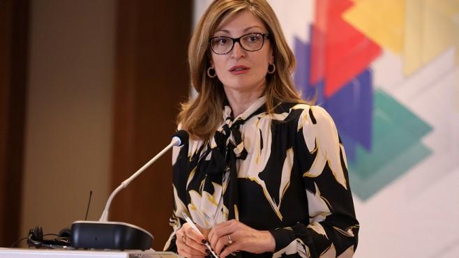 Захариева: Пътуванията в чужбина трябва да бъдат преустановени