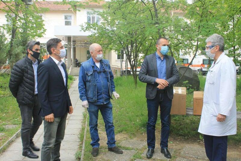 Делян Пеевски с дарение към болницата в Кюстендил