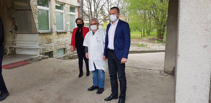 Кметът Ревански от Дулово: Делян Пеевски дари респиратор и предпазни средства на болницата