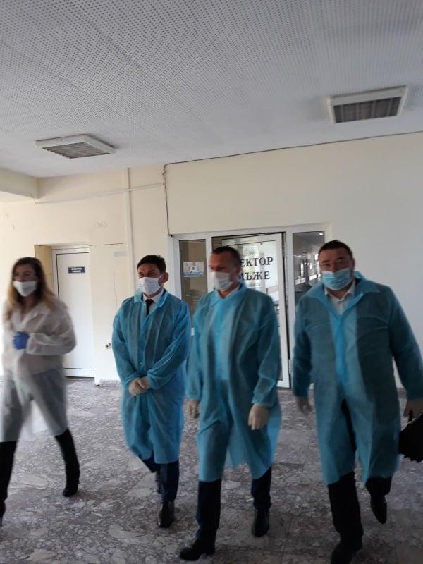 Делян Пеевски с дарение към болниците в Тутракан и Свищов