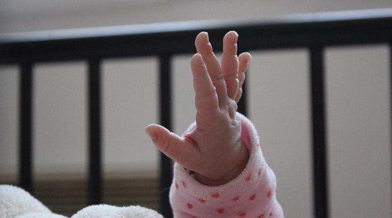 Бебе на два месеца сред новите случаи на COVID-19