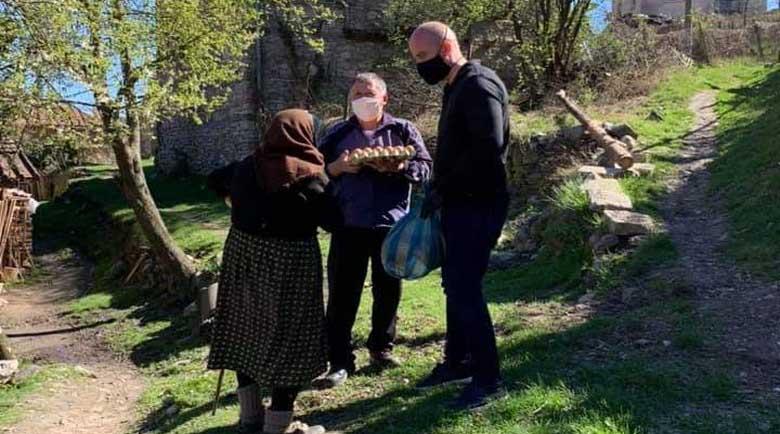 Александър Мацурев и съветници от ГЕРБ дариха над 300 пакета с храна