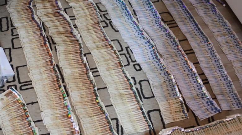 Килим от пари и бухалки в домовете на биячите на Слави Ангелов
