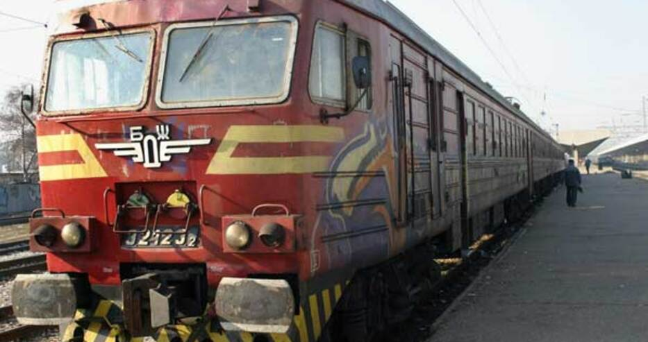 БДЖ спира 39 влака до 20 април