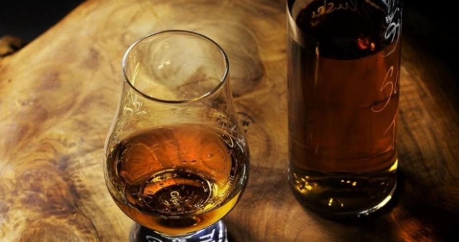 Пиенето на силен алкохол увеличава риска от зараза с коронавирус