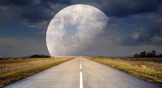 Супер Луна на 8-ми април