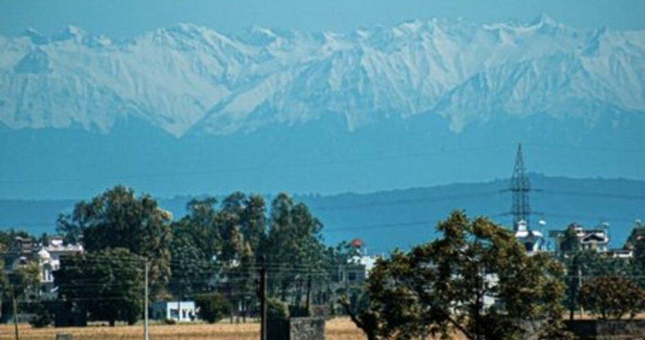 За първи път от десетилетия Хималаите се виждат от Индия