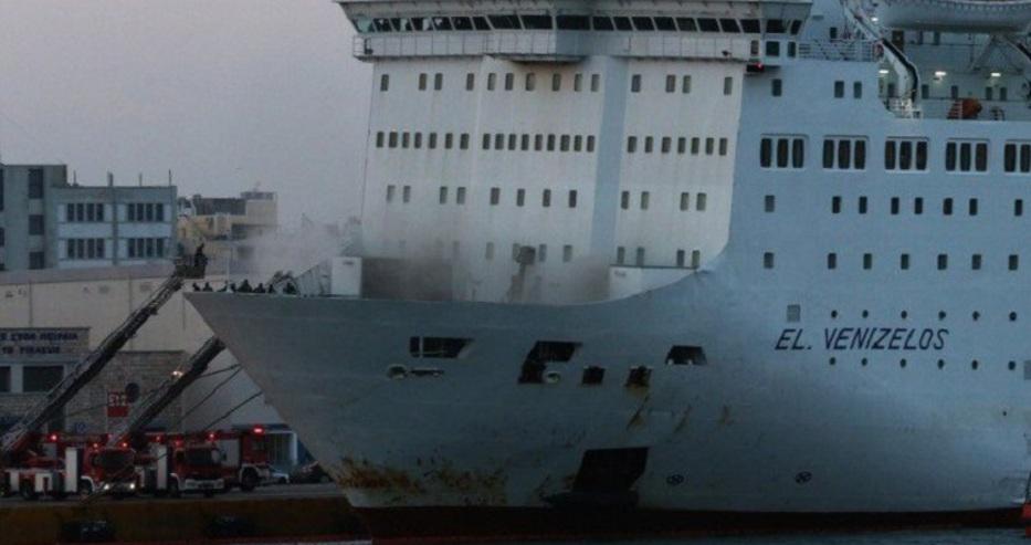 """Гръцки ферибот с 383 души на борда е под карантина край """"Пирея"""""""