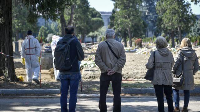 Милано започнаха масови погребения на жертви COVID-19