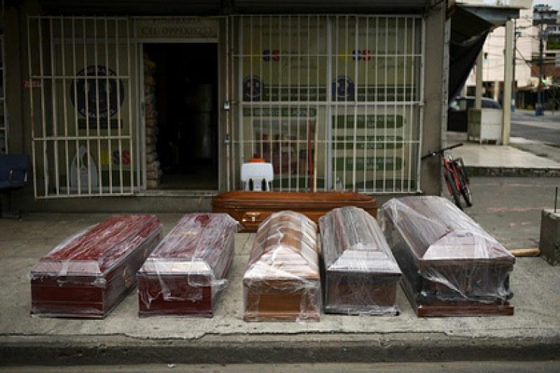 Жена, обявена за мъртва по време на пандемията, се събуди… след месец