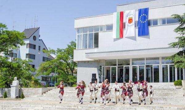 Община Сандански отваря Дома на културата за творческите състави и културни прояви