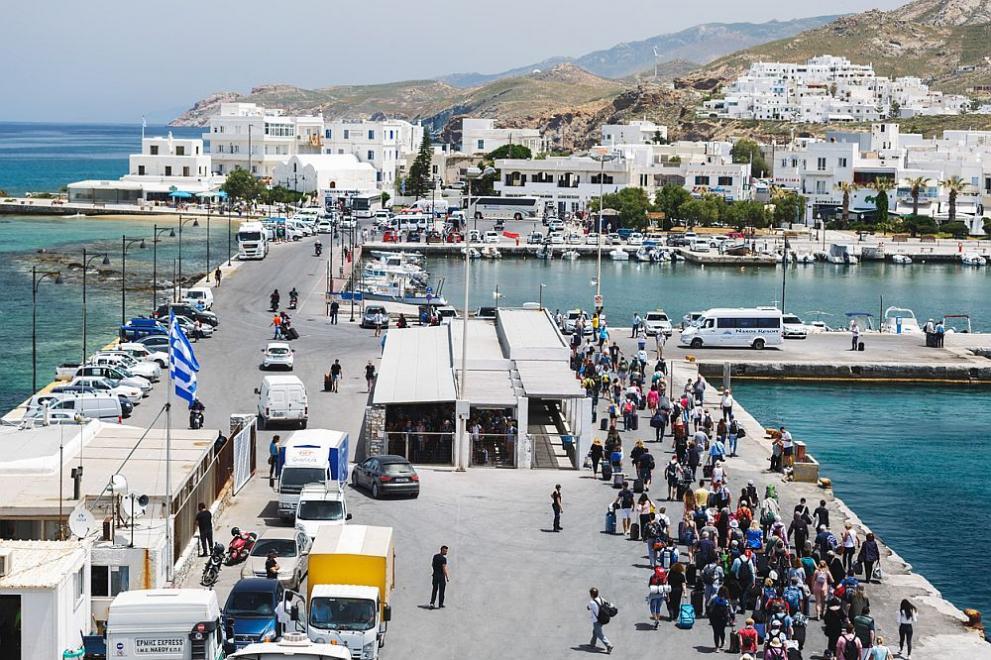 Гърция възобновява фериботните връзки с островите