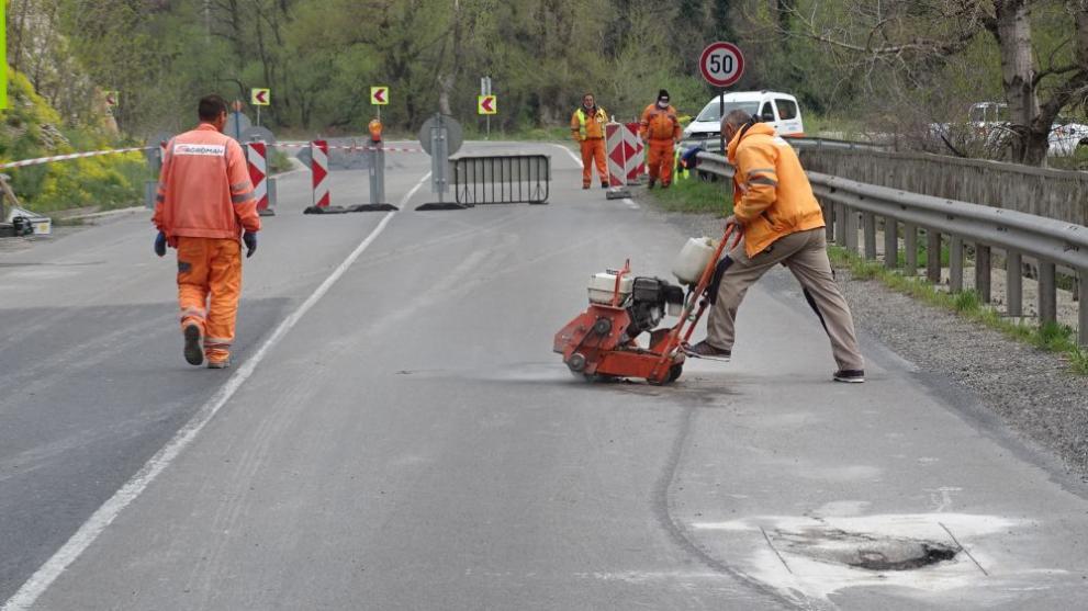 """Ремонтират част от магистрала """"Струма"""", движението е ограничено"""