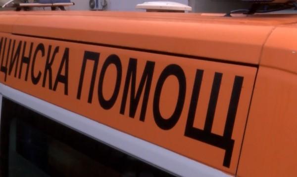 Kола удари възрастна жена, бутаща детска количка в Добрич