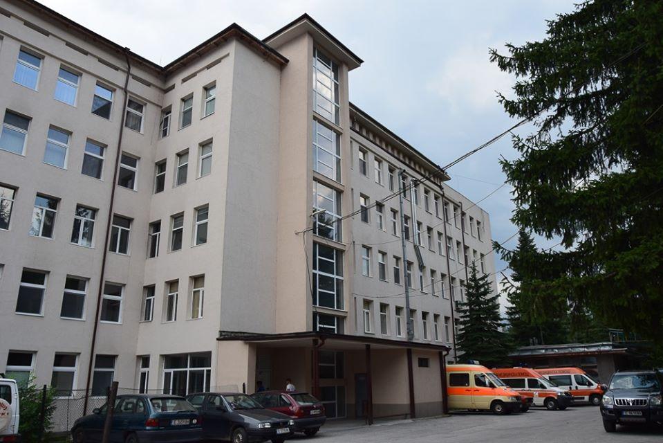 Десислава Николова дарява на отделението по неонатология в МБАЛ Разлог