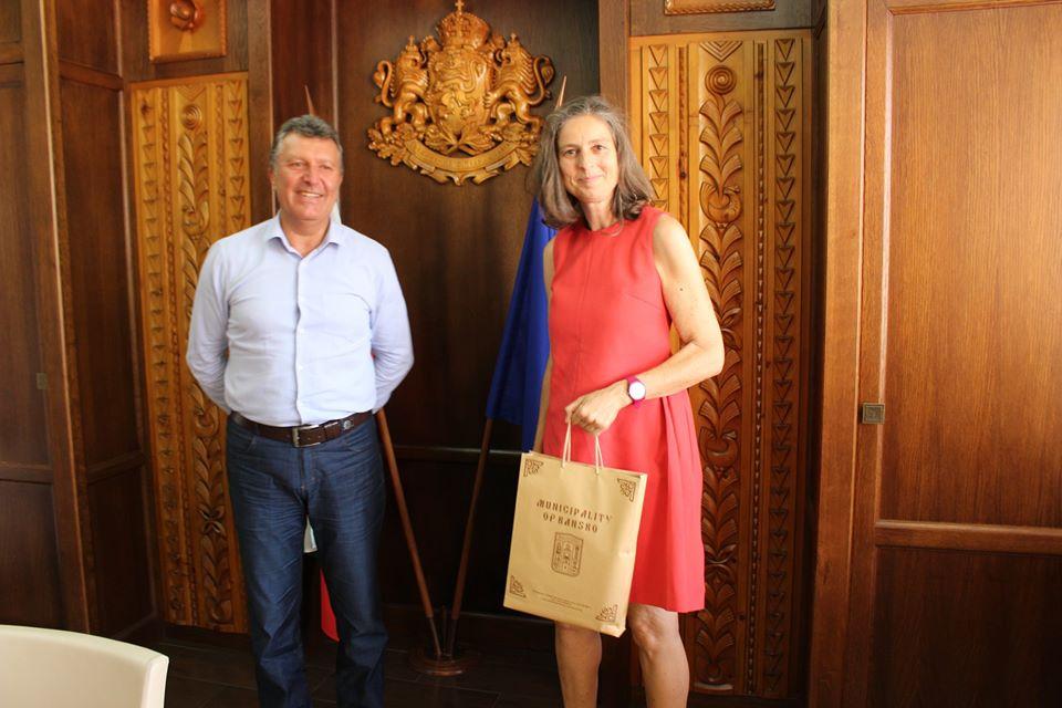 Кметът на община Банско Иван Кадев , проведe работна среща с търговския съветник на австрийското посолство г-жа Улрике Щраке