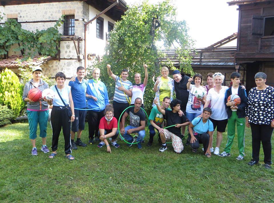 С пълни сърца, радост и задружие премина лятната програма за потребителите на социалните заведения, организирана от МКБППМН – община Банско