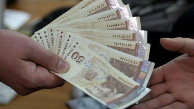 Десетки ужилени при банковата машинация на служителка, източвала сметките на вложителите