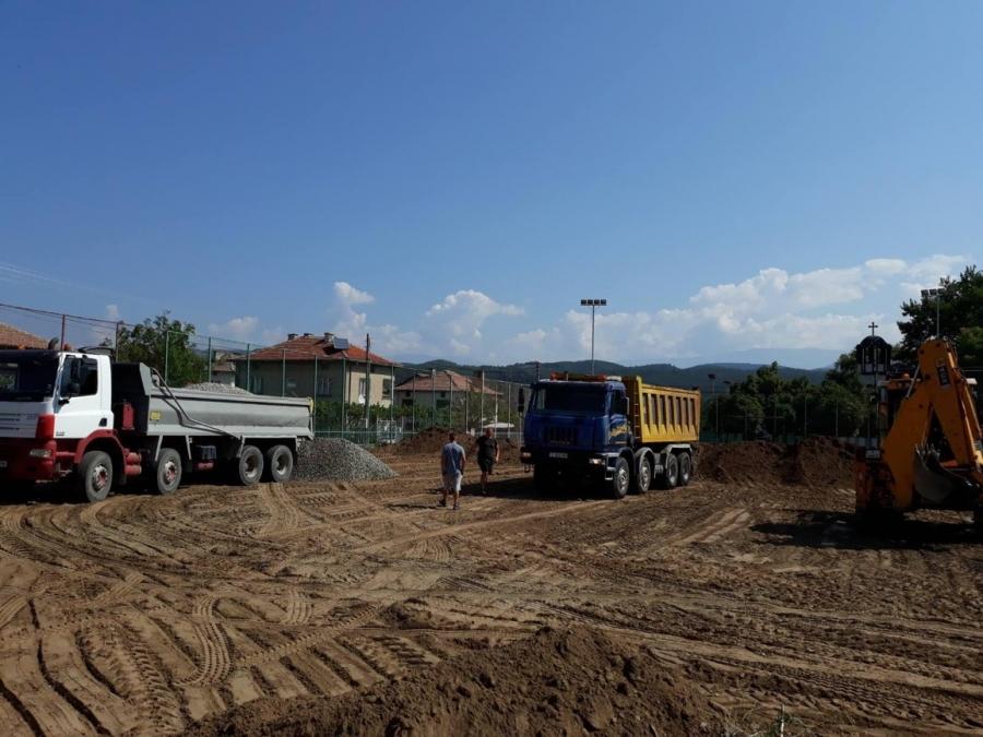 Започна изграждане на футболно игрище с изкуствена настилка в Черниче