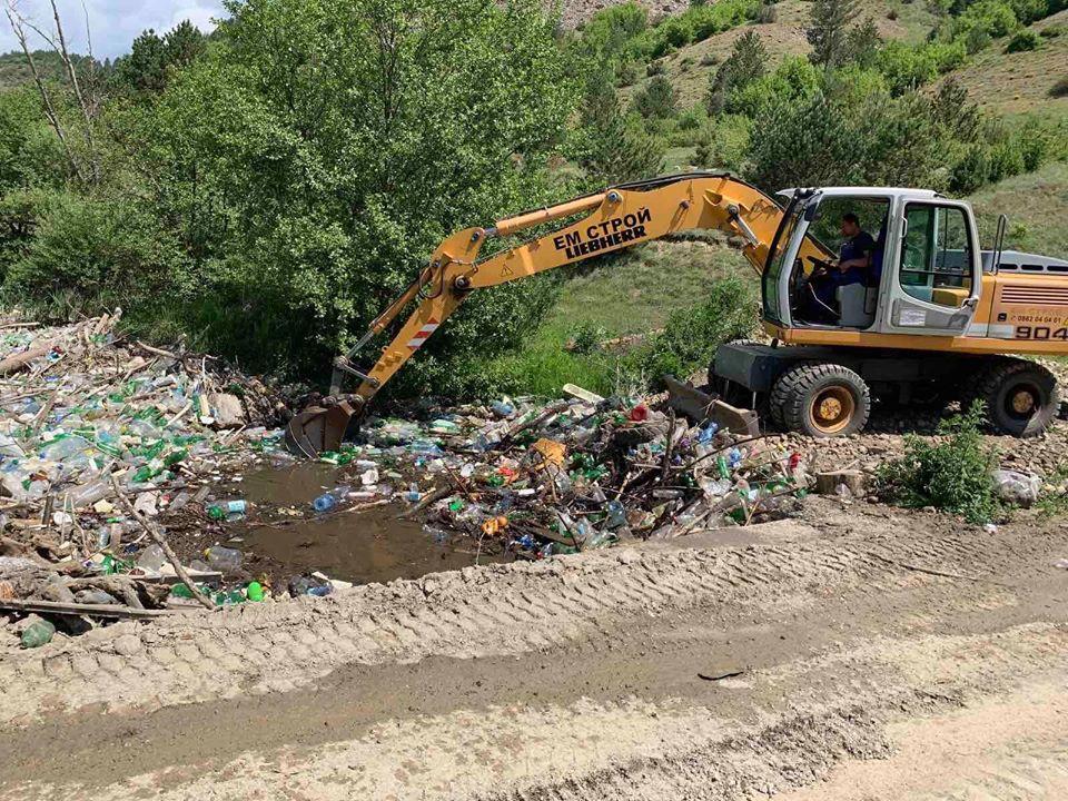 Отстраниха 4 местни фирми от обществена поръчка за почистване на речно корито в Елешница за 2,8 млн. лв.