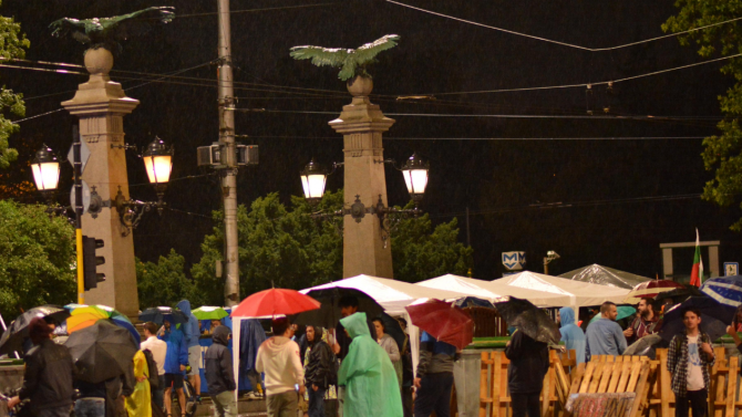 Три кръстовища в центъра на София остават блокирани