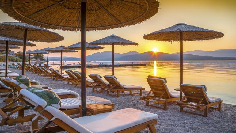 Катастрофален сезон в Гърция: плажовете и заведенията са празни, туризмът отчита рекордни загуби