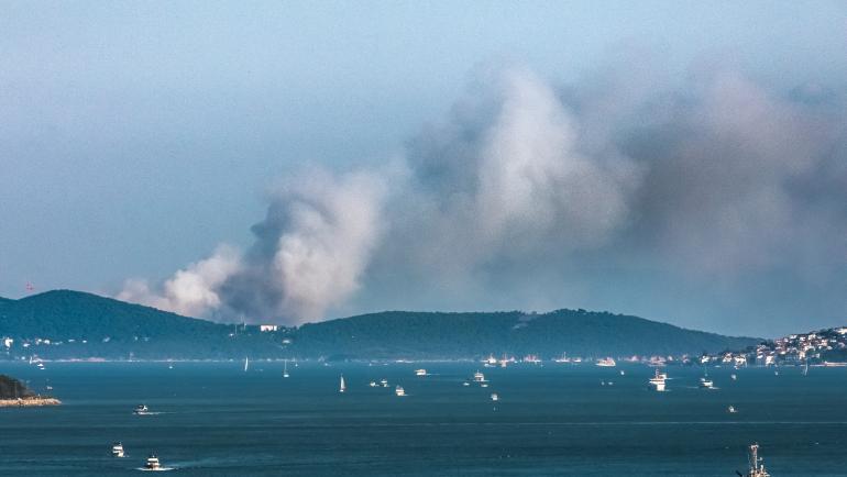 Яхта с туристи се запали в Средиземно море