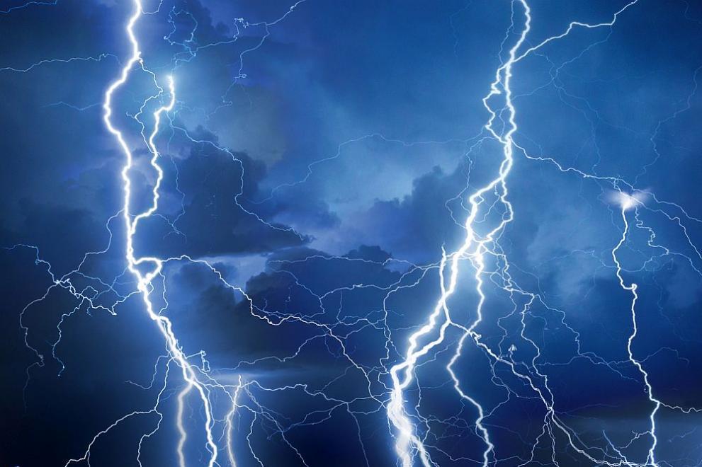 Опасни порои и гръмотевични бури в няколко области у нас