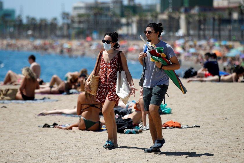 Всички трябва да са с маски на плажа в Гърция